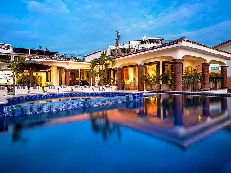 Stunning &  Stylish 11 bedroom Villa with White Water views and full staff!!, alquiler de vacaciones en Cabo San Lucas