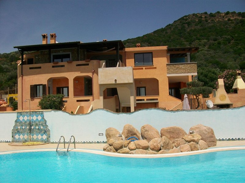 CHIA casa in villa, splendida vista mare e piscina condominiale wi-fi  giardino, casa vacanza a Domus de Maria