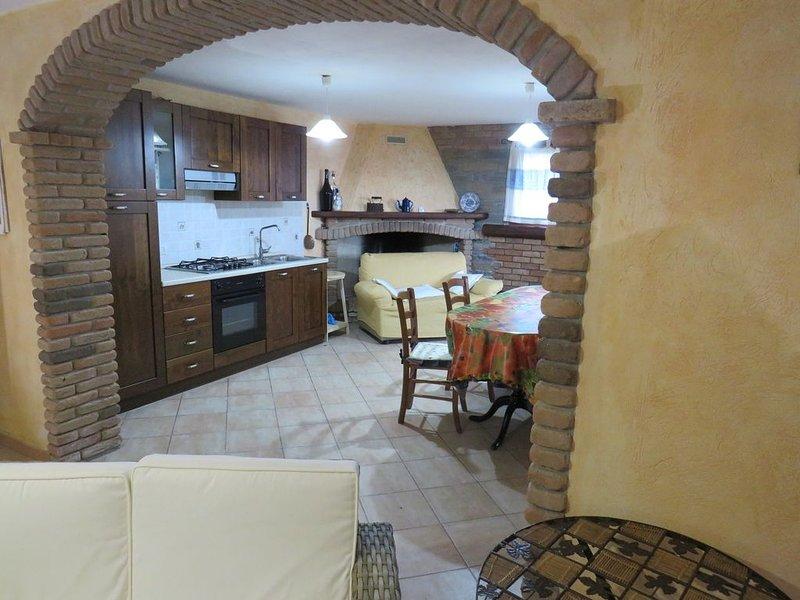 Villa tra mare e campagna con giardino privato di 2550 mq, holiday rental in Teulada