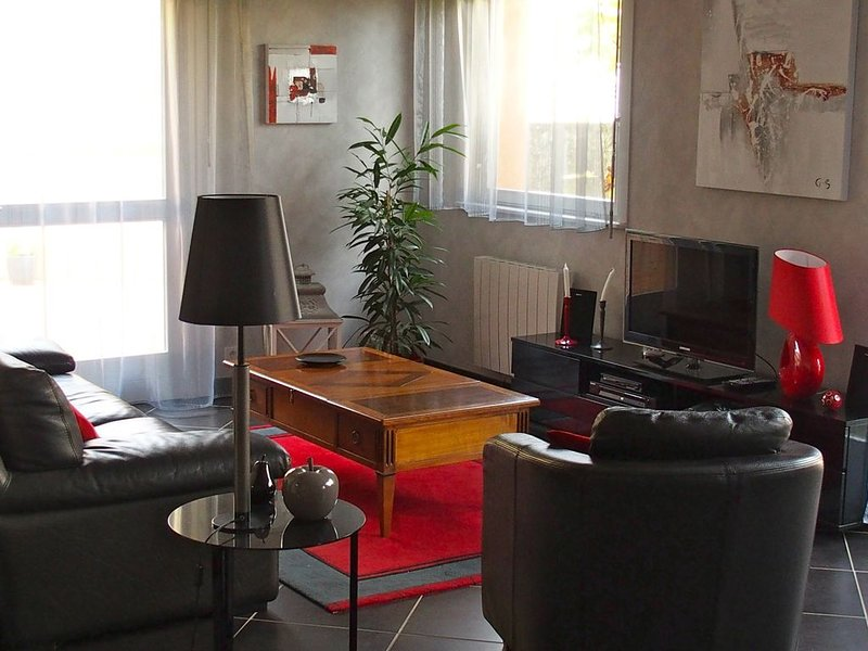 LIVING ROOM WITH DIRECT ACCESS TO THE TERRACE