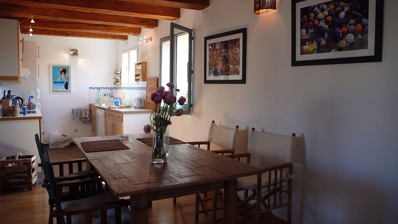 Open kitchen on dining room