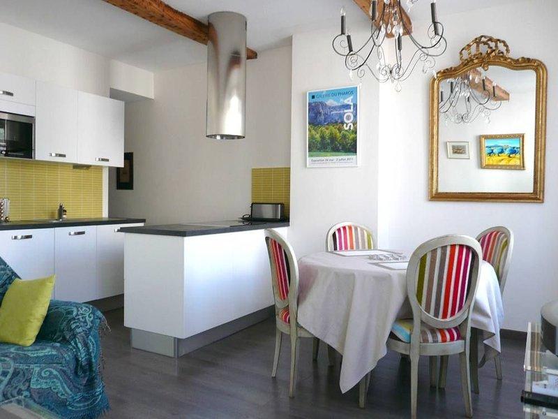 La cuisine est ouverte sur le salon