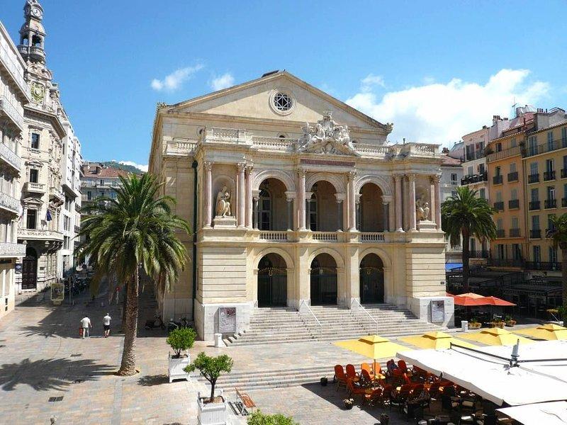'Bel Canto' meublé 3* avec très belle vue sur l'Opéra, aluguéis de temporada em Toulon