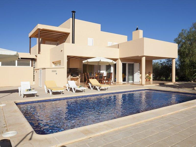 Ca na Catalina Villa situada en Zona Tranquila, y cerca de la Playa den Bossa., aluguéis de temporada em Sant Josep