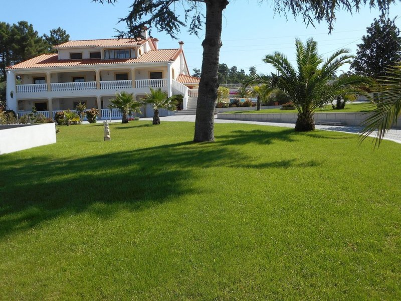 VILLA PISCINE POUR 11 PERSONNES, holiday rental in Vila Real District