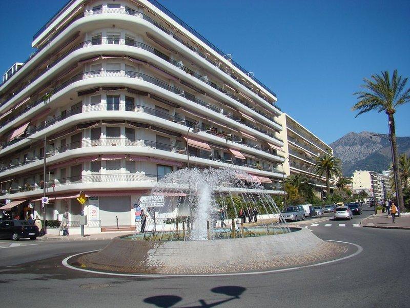 Entre Monaco et Italie, dans immeuble face mer, T2 refait et équipé à neuf, vacation rental in Roquebrune-Cap-Martin