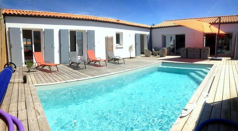 Ile d'Oléron, Villa contemporaine  8/10 personnes, piscine chauffée, casa vacanza a Le Chateau d'Oleron