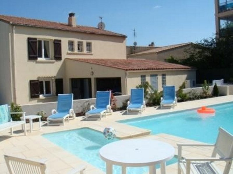 Mediterranean villa with private swimming pool 5min from sea, location de vacances à Marseillan