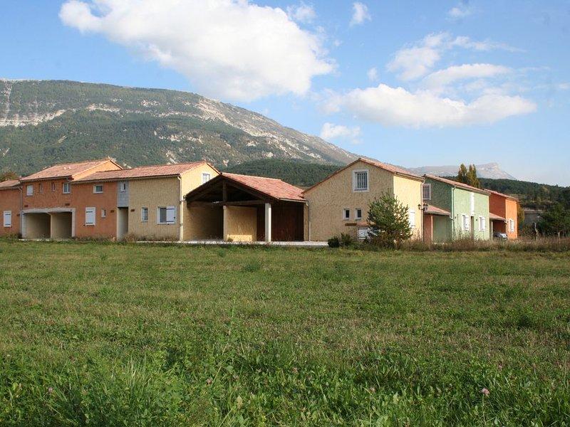 Maison avec piscine près du Verdon, des commerces et activités nature, vacation rental in Saint Andre Les Alpes