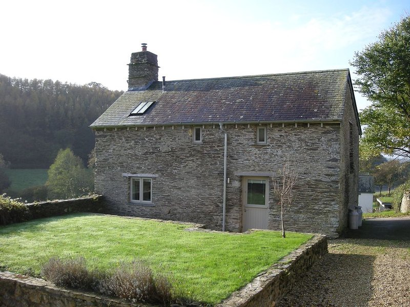 Country Cottage Surrounded By Farmland With Beautiful Views Across South Devon, Ferienwohnung in Modbury