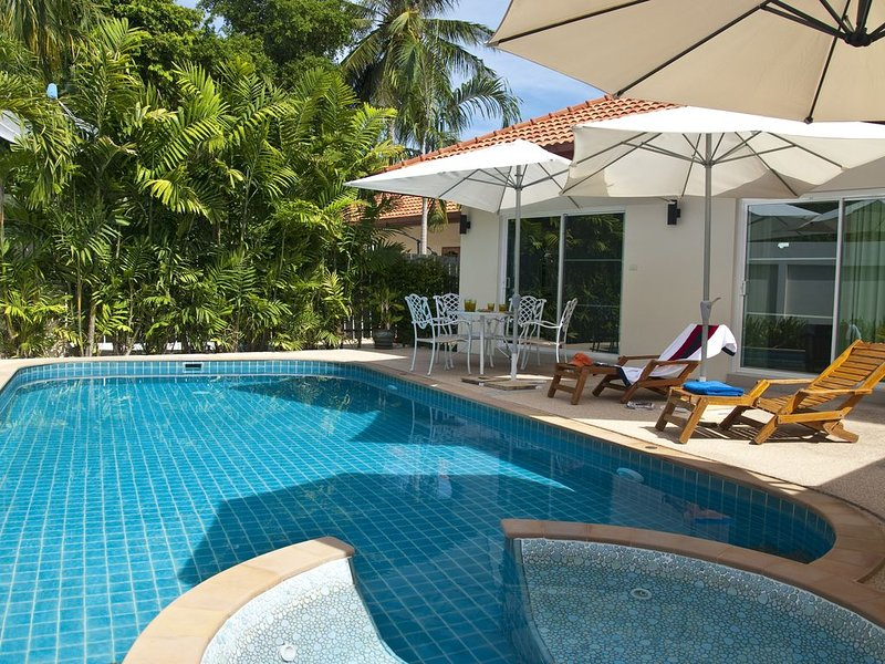 Phuket: Villa avec jacuzzi et piscine privée – semesterbostad i Phuket