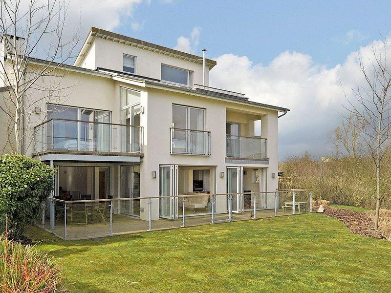 Stunning Architect designed 5 bedroom luxury villa - On the Somerford Lagoon