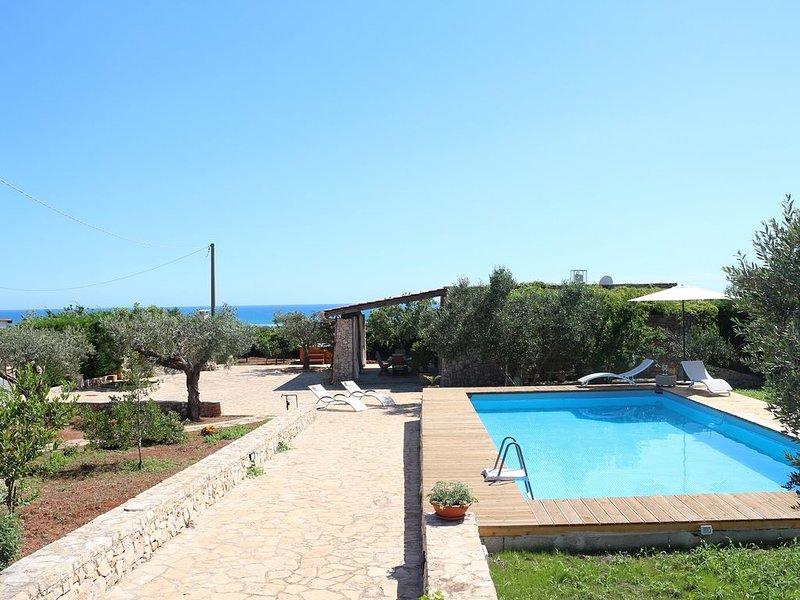 Trullo Elios -Maldive del Salento con piscina privata e jacuzzi, holiday rental in Salve