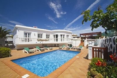 Stunning 5 Bedroom Villa With Private Pool, Jacuzzi, Steam Room And Games Room, vacation rental in Tias