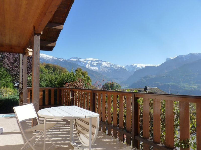 GRAND CHALET 2 A 9 PERS, AVEC JARDIN, CHEMINEE, 4 CHAMBRES ET 2 SDB – semesterbostad i Grand Massif