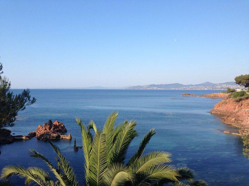 VILLA FRONT DE MER ACCES PLAGE DIRECT, vacation rental in Saint-Raphael
