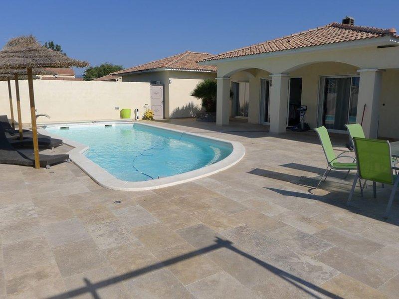 Aleria, Villa récente T4 de 140m² tout confort avec piscine privative chauffée, vacation rental in Aleria