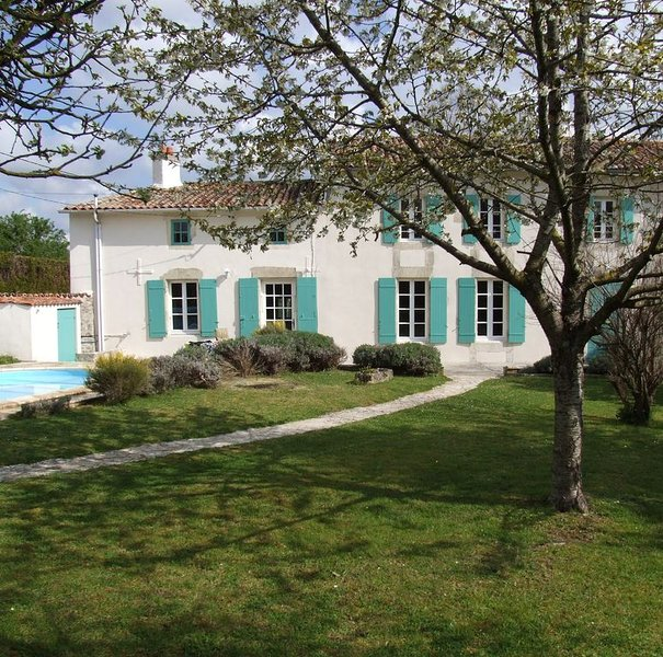Charming Period House With Private Heated Pool Nr St Jean D'angely, Charente, Ferienwohnung in Villeneuve la Comtesse