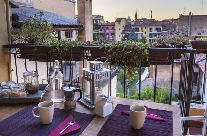 Mansarda con terrazza, Ferienwohnung in Bologna