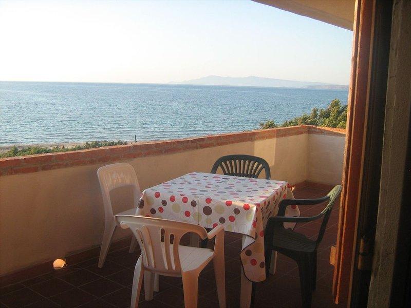 Il Suono del Mare. Casa sulla spiaggia,immersa nel verde, Sardegna., vacation rental in Torre del Pozzo