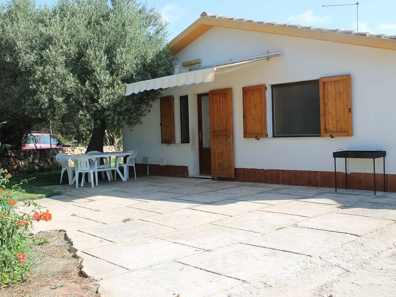Casa signorile con due ampi cortili, vacation rental in Sant'Anna Arresi
