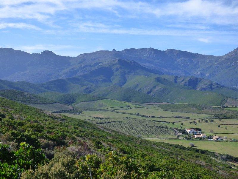 Les montagnes autour de Pietracorbara