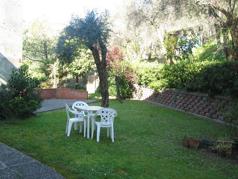 Appartamento con giardino nel golfo dei poeti a pochi passi dal mare, vakantiewoning in Pitelli