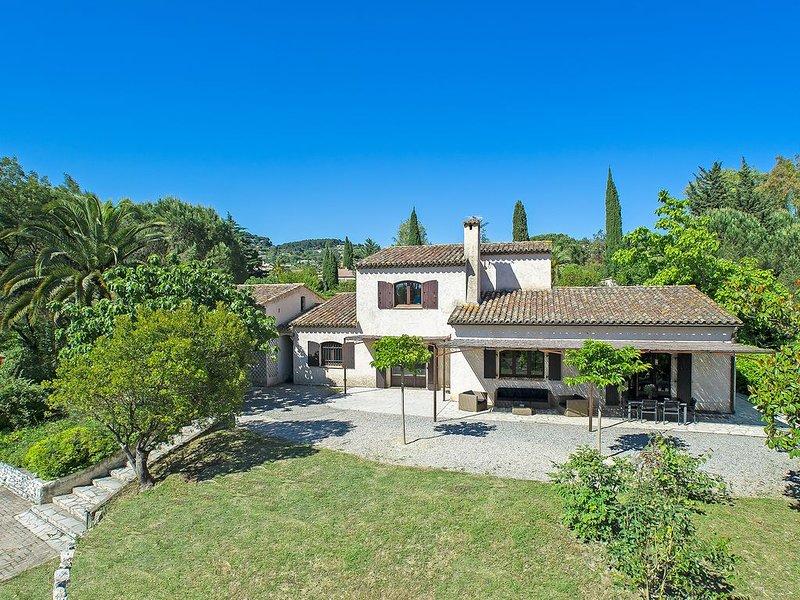 Maison plein sud de 250 m² avec piscine dans jardin de 3000m², alquiler vacacional en La Colle-sur-Loup