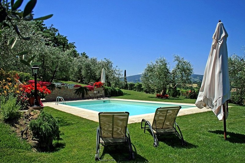 BRUNELLO - Cozy cottage located in a peaceful & panoramic position in Tuscany, location de vacances à San Gimignano