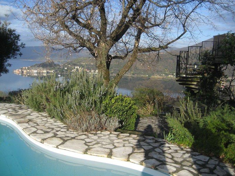 Villa,incredibile vista lago,piscina e spiaggia privata a Trevignano Romano, vacation rental in Monterosi
