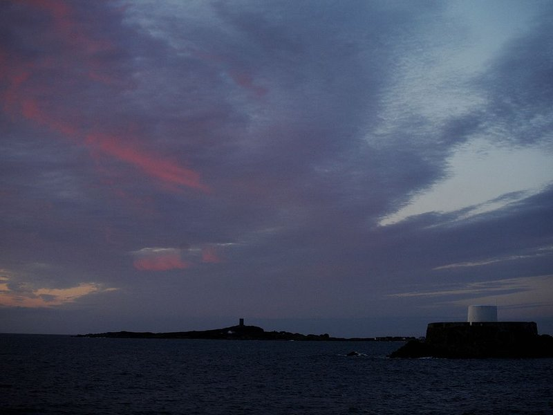 Sunset, Rocquaine Bay et Fort Grey