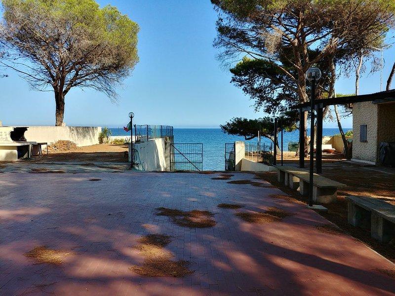 Villetta con giardino e accesso privato al mare, vakantiewoning in Pula