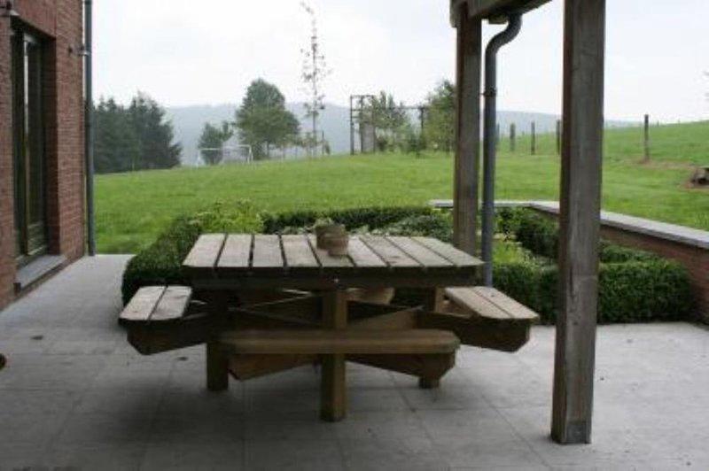 Rustig gelegen Villa met alle comfort, holiday rental in Louette-St-Pierre