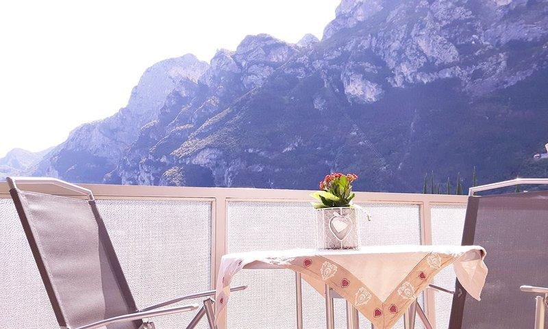 grazioso e luminoso app. a 5 min. a piedi dal centro e dalle spiagge Riva Garda, Ferienwohnung in Torbole