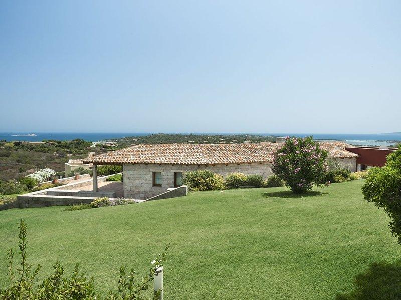 Villa Bellavista, immersa nel verde con vista mare mozzafiato, holiday rental in San Teodoro