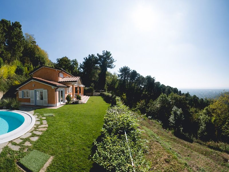 Shabby Chic House with Private Swimming Pool and view of Forte dei Marmi., holiday rental in Azzano
