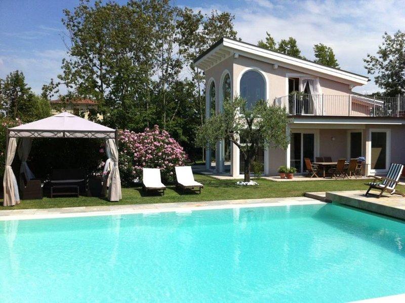 Villetta con giardino in affitto, holiday rental in Lunata