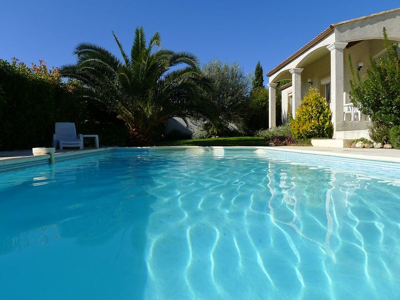 Family Villa with Private Pool, sleeping 8 with 4 bedrooms and 3 bathrooms, Ferienwohnung in Laurens