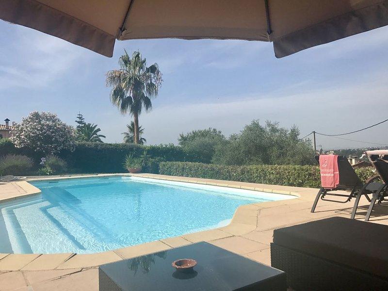 Lieu l'Abadie - villa avec jardin collines niçoises belle vue grande piscine, location de vacances à Alpes Maritimes