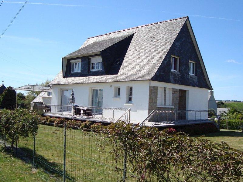 Grande villa confort lumineuse avec Jacuzzi à 800 m de la plage de Pentrez, location de vacances à Saint-Nic