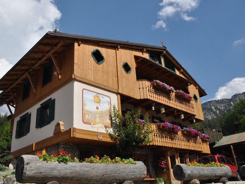 Grazioso accogliente con splendida terrazza, posto auto e fermata bus a 50 m, alquiler de vacaciones en Misurina