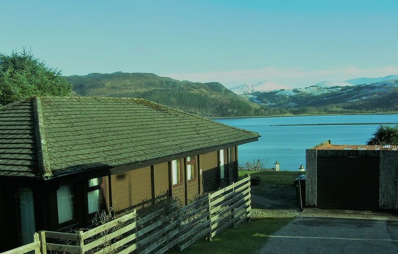 ROBIN LODGE 2020 Summer from 3rd July open, book soon , Lochcarron  nr , Skye.,., holiday rental in Ross and Cromarty