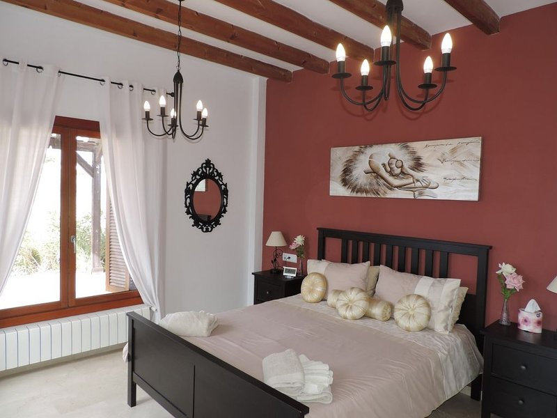 Stunning Murcia villa with private pool and WiFi. The perfect holiday rental, location de vacances à Banos y Mendigo