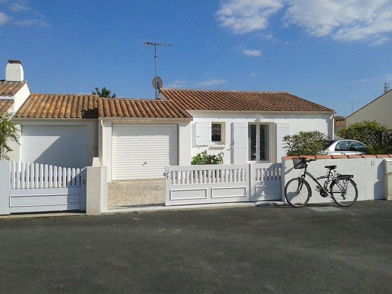MAISON DE VACANCES DE PLEIN PIED AVEC JARDIN  A LA TRANCHE SUR MER (4 PERSONNES), holiday rental in La Tranche sur Mer