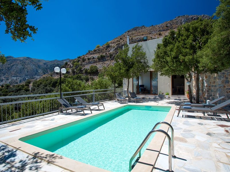 Somnia Villa! With private pool, close to amenities, nature's revitalisation!, holiday rental in Frangokastello