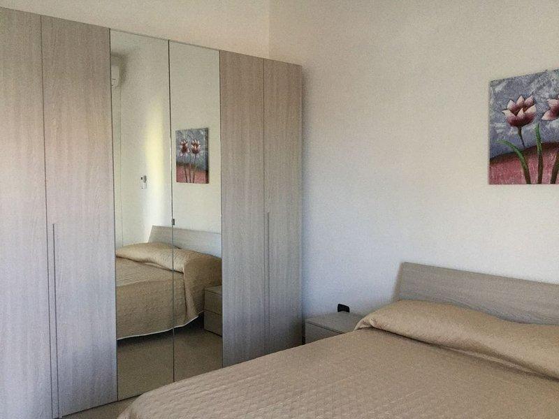 Appartamento arredato al piano terra a pochi chilometri dal mare e da Cagliari, vacation rental in Maddalena Spiaggia