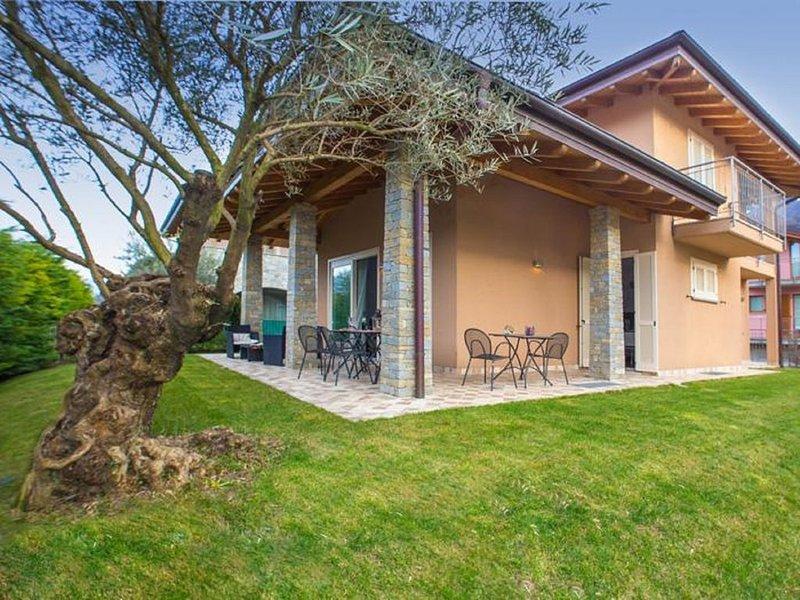 Villa moderna indipendente con giardino tra i monti e il Lago di Como – semesterbostad i Colico Piano