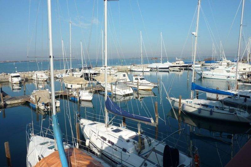 App 811 -Tra le barche e la spiaggia, holiday rental in Grado