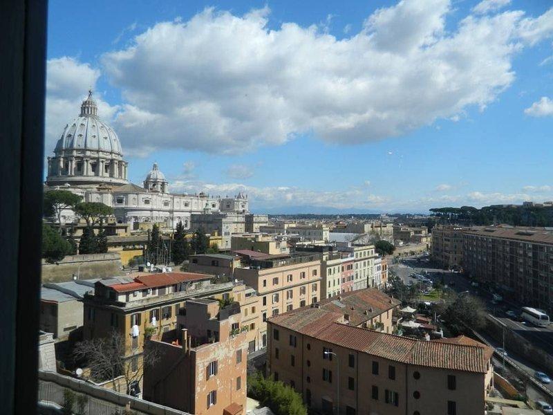 Roma: Elegante Casa vacanze  'Alla Cupola di San Pietro' SUPERPANORAMICA, holiday rental in Vatican City