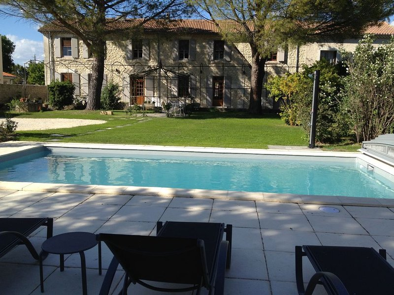 Grande maison provençale de charme, piscine chauffée autonet, pays de Grignan, location de vacances à La Baume-de-Transit
